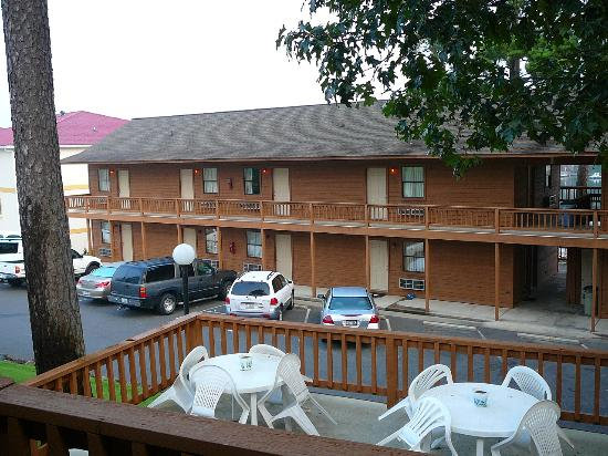 Country Inn Lake Resort: And more rooms (not facing busy Airport Rd)