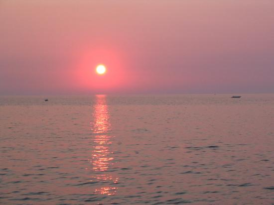 The Edgewater Inn: Lake Michigan Sunset
