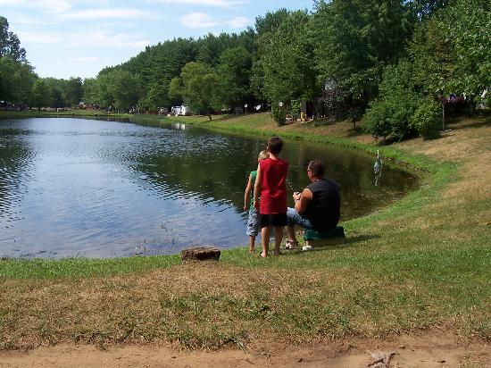 Fishing pond picture of stand rock campground wisconsin for Wisconsin dells fishing report