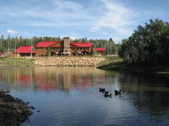 Elk Mountain Resort: Lodge across lake
