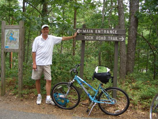 Governor Prence Inn: The Cape Cod Rail Trail is right behind the Inn: great!