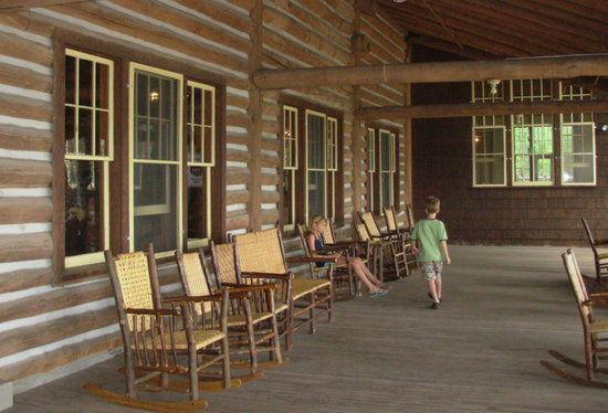 Lake Lodge Cabins: Lake Lodge Porch wide &amp; wonderful