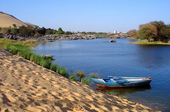 Assuan, Ägypten: Nile Shore in Aswan