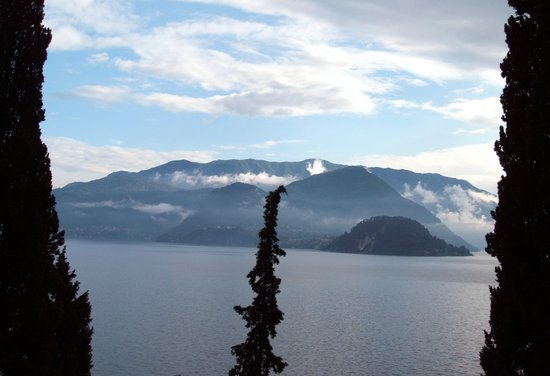 lake como view from varenna