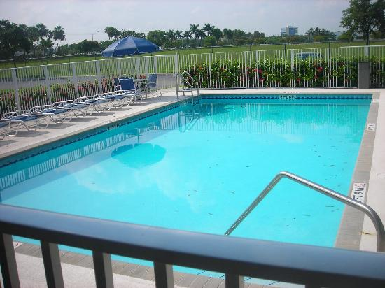 ‪‪Homestead Studio Suites - Miami - Airport - Doral‬: pool‬