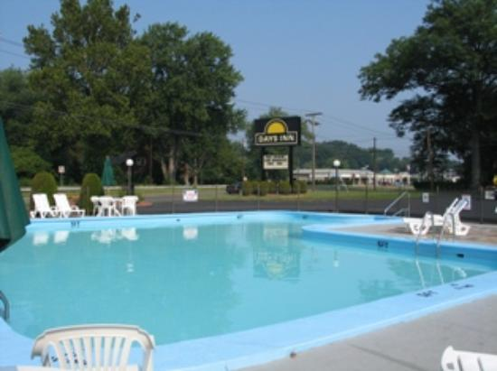 Days Inn West Springfield: The pool
