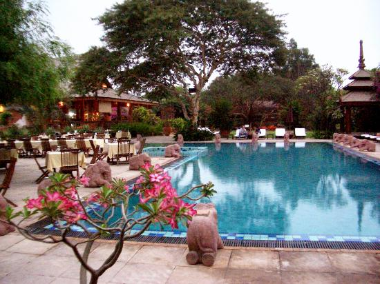 The Hotel at Tharabar Gate: The Hotel @ Tharabar Gate Pool and sun loungers