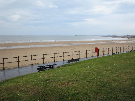 Seaburn beach picture of sunderland tyne and wear for Chaise guest house roker sunderland