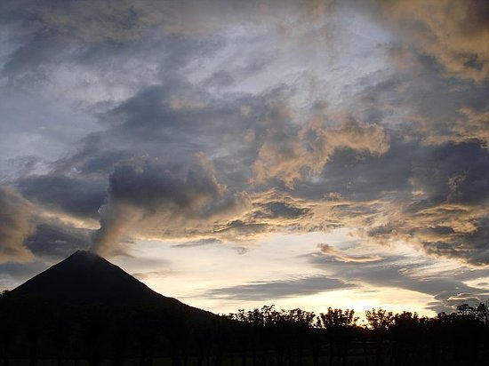 ----, -: Nice dusk shot of the volcano