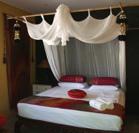 Mai Tai Resort: My luxury king size bed