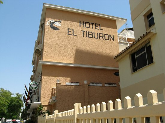 El Tiburon Hotel: Building from the outside