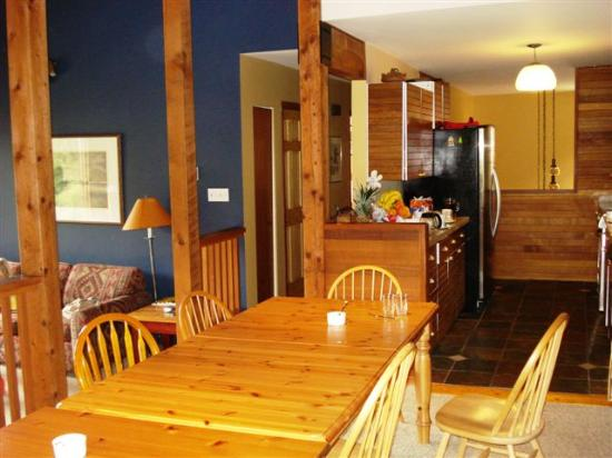 Whistler Mountain House: Dining Room and Kitchen