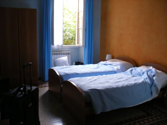 Tourist House: single beds