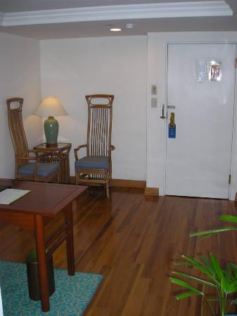 Riviera Hotel: Entry with desk &amp; sitting area
