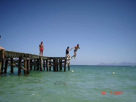 Puerto Alcudia, Spanje: jumping off the pier