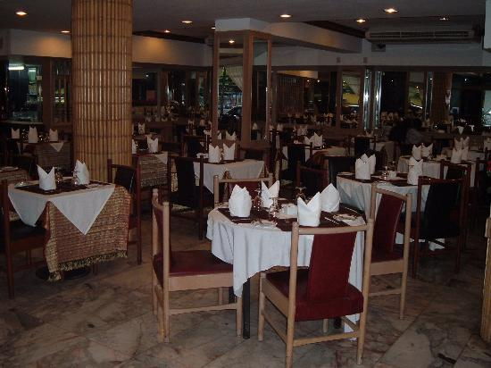 Nana Hotel: plenty of seating