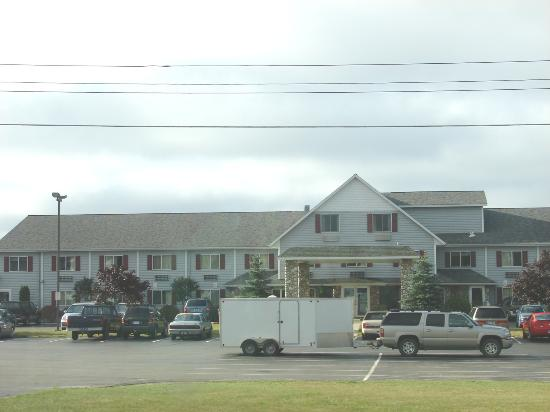 Super 8 Motel - St. Ignace: the outside of the hotel