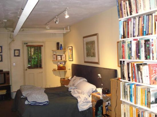 A Garden In Chelsea: Room with ceiling shown