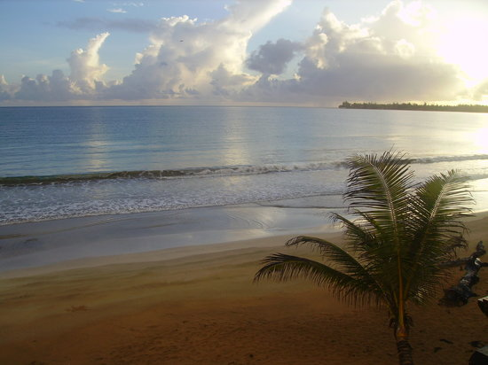 Luquillo, Puerto Rico: Beach for the eating area