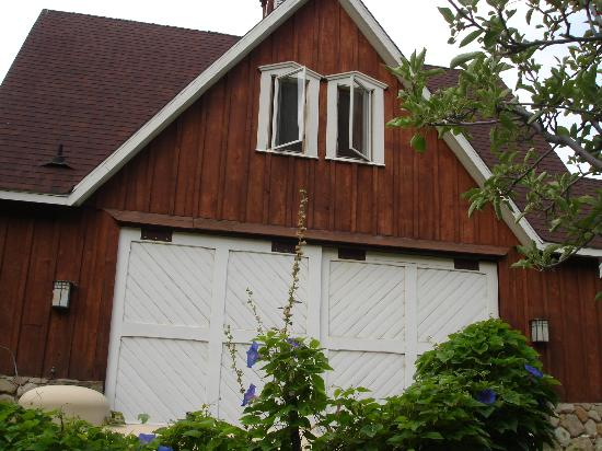 The Dent House: Picture of the Barn.