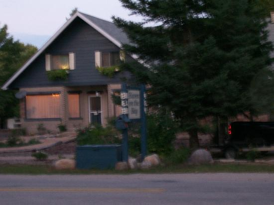 ‪‪Haven on the Bay‬: B&B at night‬