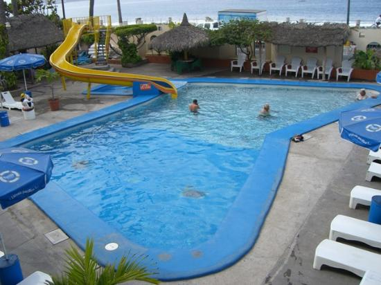 Sands Mazatlan Las Arenas: Pool area