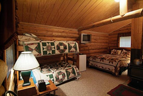 North Yellowstone Guest Cabins: Cabin interior
