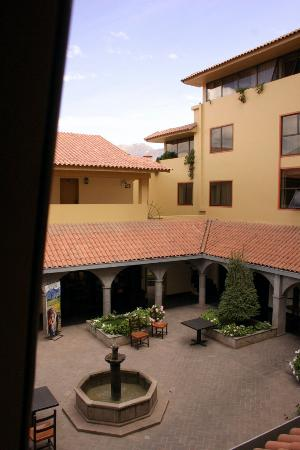 Hotel Jose Antonio Cusco: View of the hotel courtyard from our room.