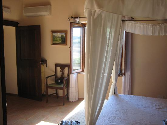 Agriturismo San Gallo: the bedroom in our apartment
