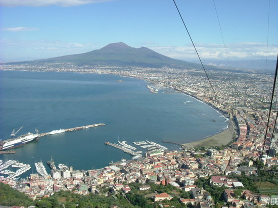 Sant&#39;Agnello, talya: cable car at Castellammare di Stabia