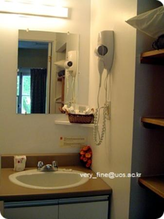 Hotel Jardin Ste-Anne: single room bath
