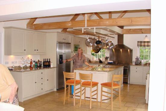 Kitchen picture of bruern holiday cottages chipping for Kitchens chipping norton