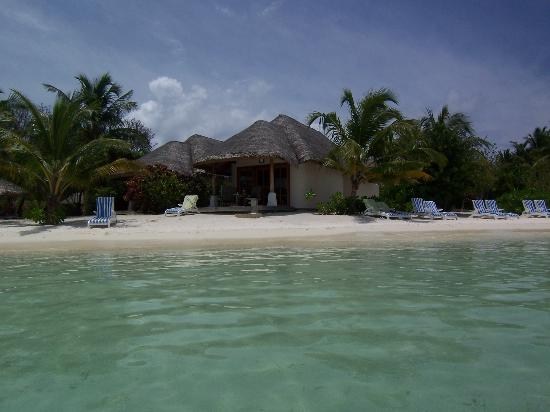 Beach picture of sheraton maldives full moon resort for Beachfront cottage