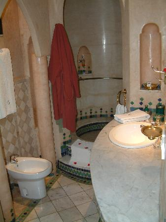 Riad Moucharabieh: The most romantic hotel bathroom