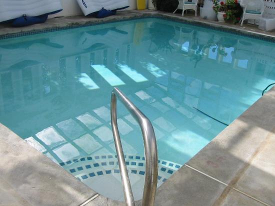 The Sandpiper Inn: Indoor pool - lots of fun!