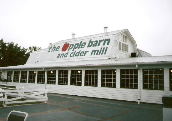 Sevierville, TN: View of the exterior of the AppleBarn & Cider Mill