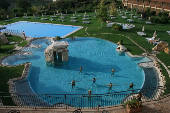 View of the pools from the bar terrace foto di hotel adler thermae spa relax resort bagno - Adler bagno vignoni ...