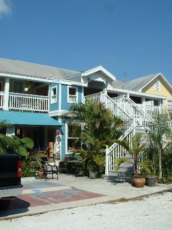 La Veranda Bed & Breakfast: parking side