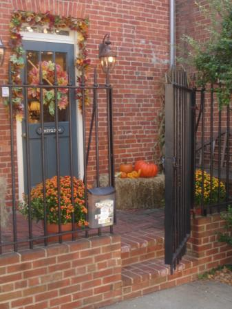 Scarborough Fair Bed & Breakfast: The Charming Entrance