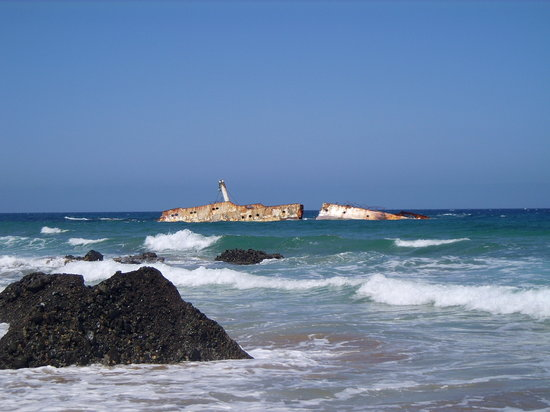 Corralejo, Spanje: Playa de Garcey.American Star Shipwreck