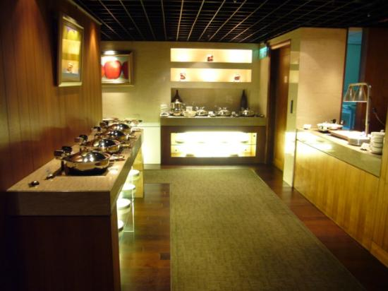 Sheraton Grande Taipei Hotel: Food Area at Club Lounge