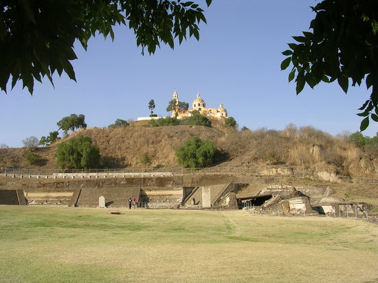 Puebla, Mexique : The many-layered pyramid in nearby Cholula finally one-upped by a church. 