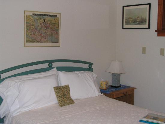 Crocker Pond House: Guest Room