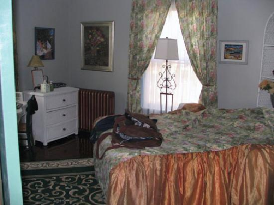 Roanoke, VA: my room at rose hill