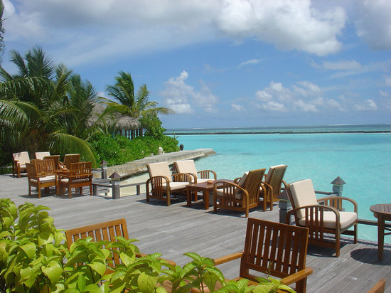 Noord Male Atoll: Lunch by the ocean