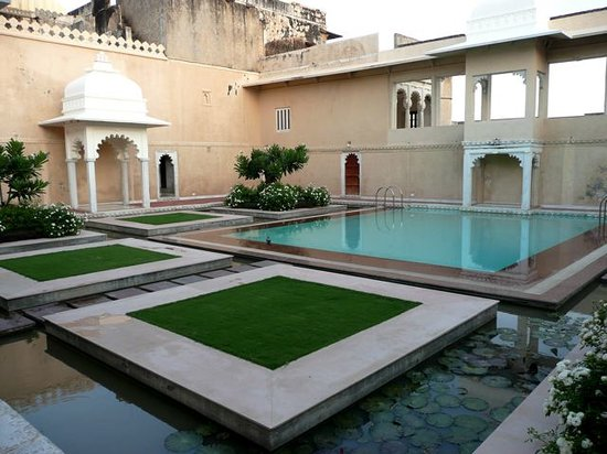 Sardargarh Heritage Hotel: Pool