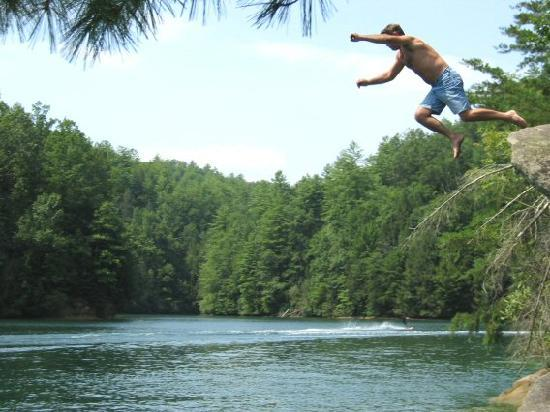 Salem, Южная Каролина: Jump for Joy at Lake Jocassee SC