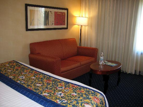 Courtyard by Marriott Phoenix Mesa: Couch