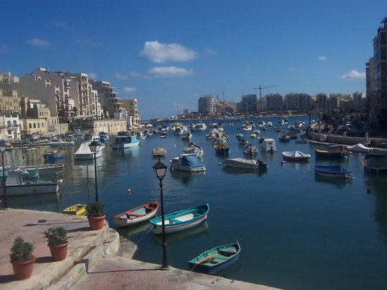 Saint Julian's, Malta: Spinola bay just round the corner