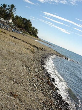 Estepona, Espagne : Sea cost. Pretty stony. 